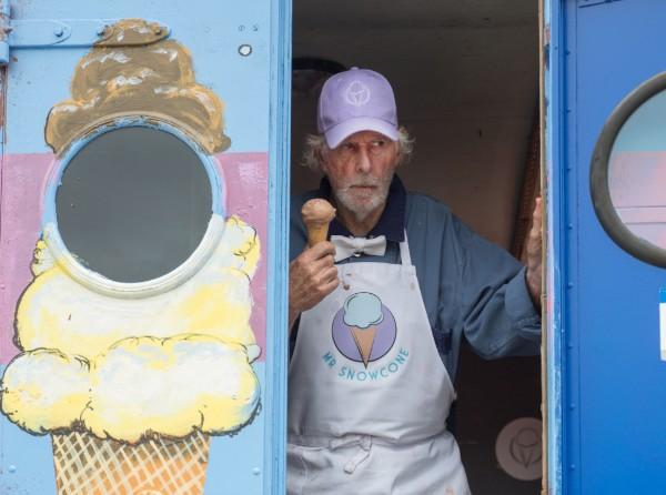Freaks - Bruce Dern as Mr. Snowcone (1)