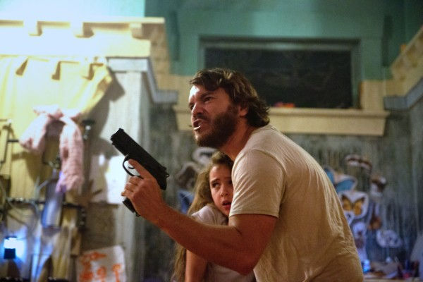Freaks - Lexy Kolker and Emile Hirsch - gun (1)