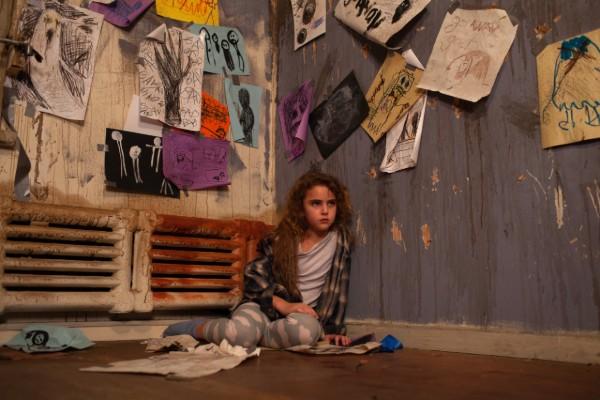 Freaks - Lexy Kolker sitting on floor (1)